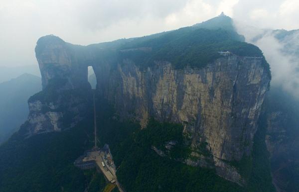 视频在线:传奇天门山,一步一重天!