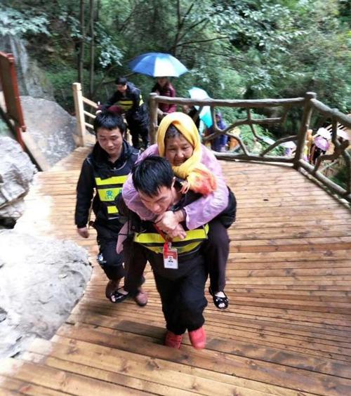马来西亚老奶奶来信赞扬大峡谷景区保安人员