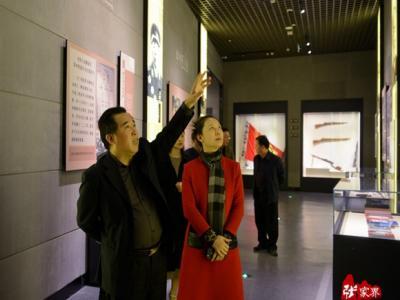 肖凌之一行到张家界市博物馆参观考察