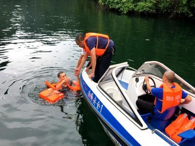 张家界武陵源区举行水上旅游交通安全应急演练