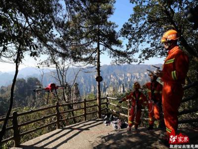 张家界冬季景区山岳救援演练