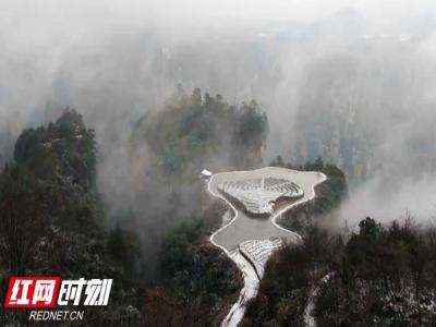 张家界武陵源迎来今冬首场雪 景区交通畅通