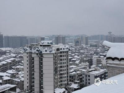 张家界普降大到暴雪 城区一片雪白