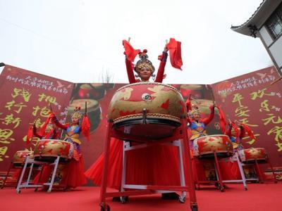张家界天子山:乡村搭舞台 欢庆元宵节