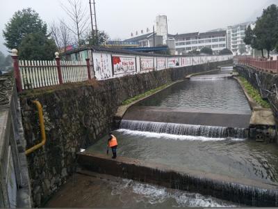 武陵源开展河道垃圾清理 提升河流生态质量