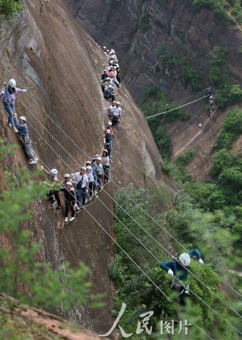 张家界红岩岭攀岩游览项目