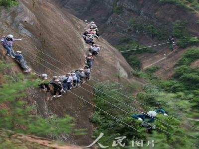 张家界红岩岭:挑战绝壁 欢度假期