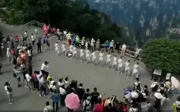 大型歌舞《张家界千古情》在武陵源核心景区预演进