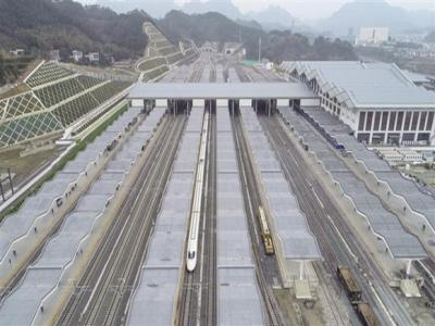 黔张常铁路12月26日正式开通运营