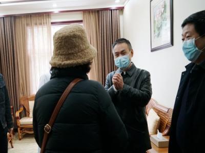 元宵佳节 朱用文看望慰问武汉籍滞留游客