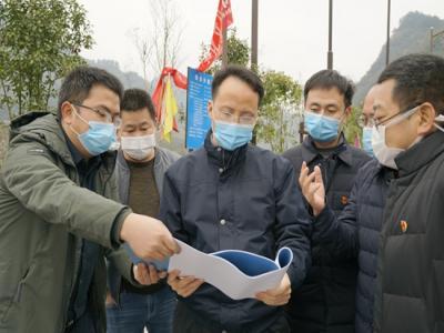 郑小胡:加快项目复工 推动产业发展