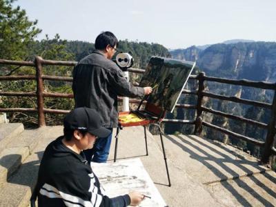 张家界核心景区恢复开放后迎来首批画家
