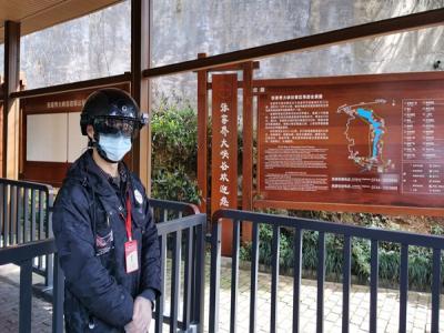 张家界大峡谷景区引进智能头盔保游览安全