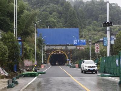 张家界阳龙公路梨子坪隧道7月8日通车