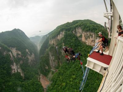 张家界大峡谷玻璃桥高空蹦极12月15日对游人开放